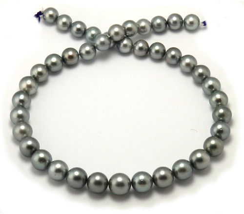 Tahitian pearl necklace with round pearls